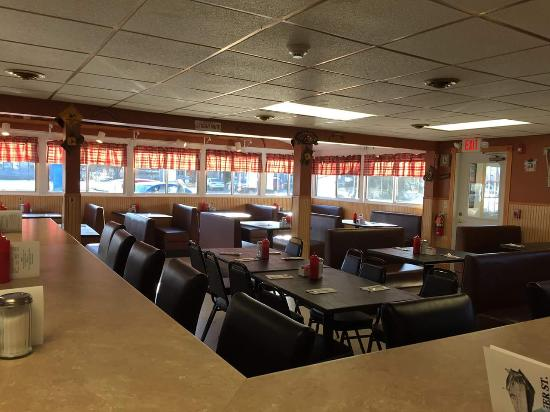 Summer St. Cafe: Dining room