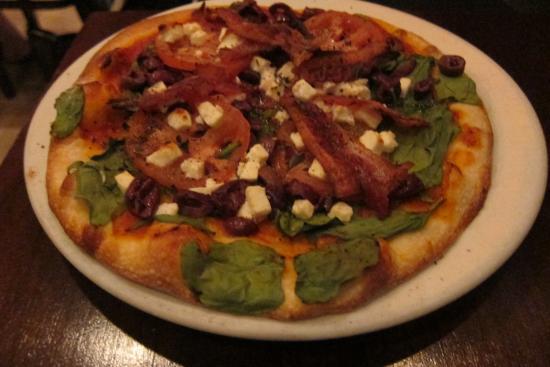 Piz za za Restaurant & Vin : Greek pizza