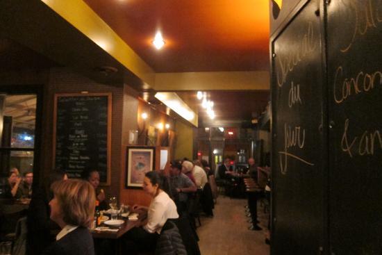 Piz za za Restaurant & Vin : View of bar area.