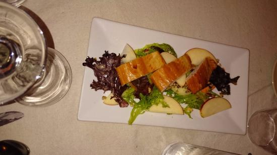 Conshohocken, Pensilvania: Salmon salad with apples