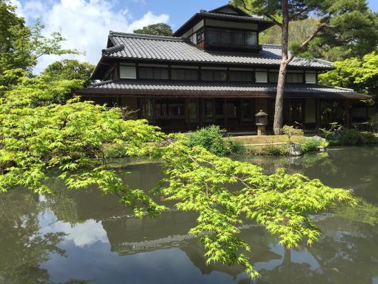 Hakusha Son-so Garden: お花の生け方とか、センスは良いのですが、美術館が残念…
