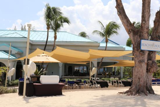 Ferdinands: A view of the restaurant from the beach.
