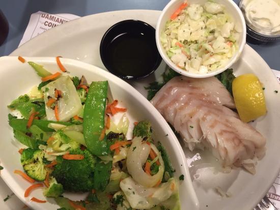 ไอรอน เมาท์เทน, มิชิแกน: Boiled cod, stir fried veggies, coleslaw