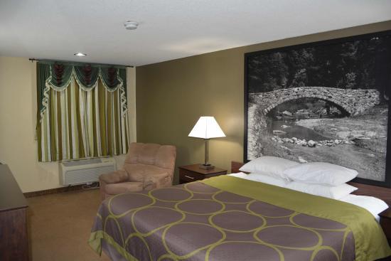 Webster City, Айова: king bed