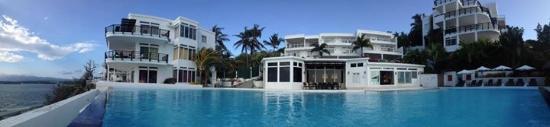 Cohiba Villas: Pool shot back to the restaurant and hotel villas