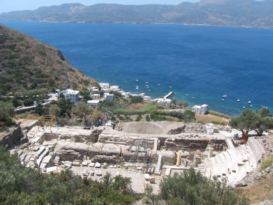 Klima, Grecia: View down to the rear of the Symra House