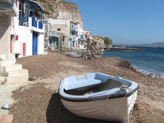 Klima, Grecia: At the front of the Symra house - the included rowboat