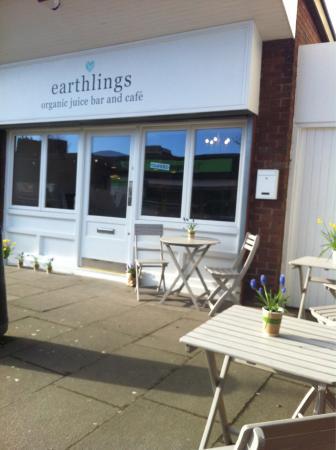 Bolton, UK: Earthlings
