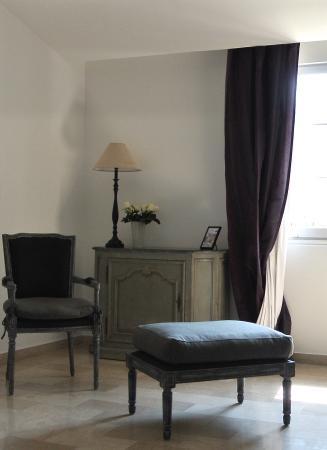 Le Boulou (El Voló), Francia: Détail chambre Grand Charme