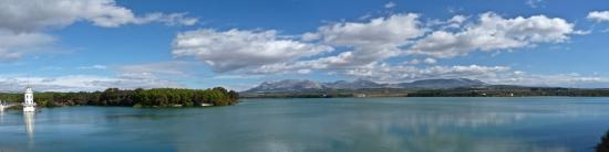 Lac de Cubillas situé sur l'ancienne route de Madrid