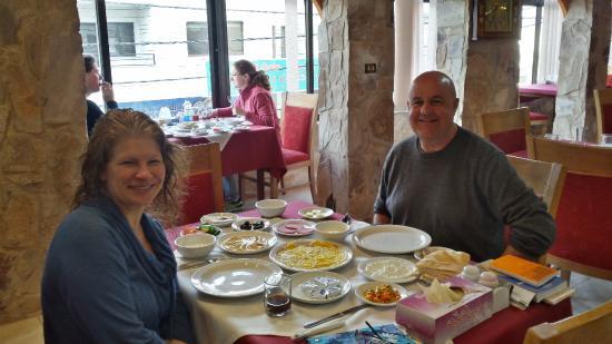 Al Rashid Hotel: The hotel serves a delicious breakfast!