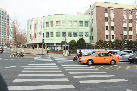 Hotel Icon: Выход из метро на Ангу по дороге к отелю