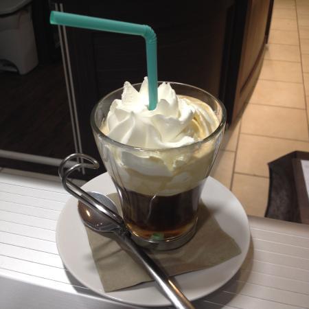 La Roche-Posay, Frankrike: Marsala Irich Coffee a la chantilly maison