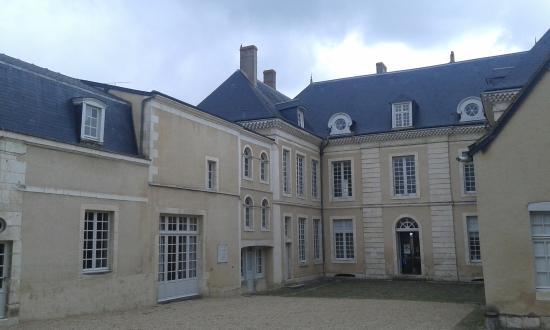 Chateauroux, France: La cour d'honneur du Musée-Maison Bertrand
