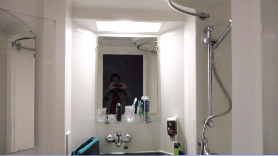 Badkamer deel 3 - Picture of Ibis Styles London Excel, London ...