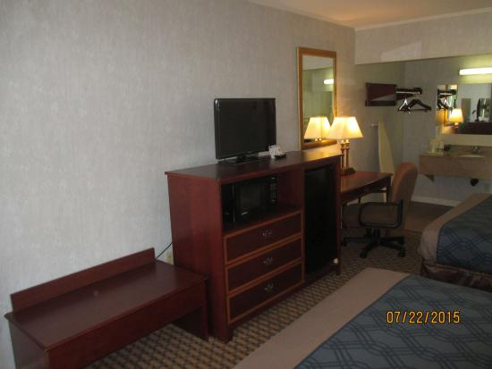 Econo Lodge Sturbridge: TV, Microwave, Refrigerator in every room
