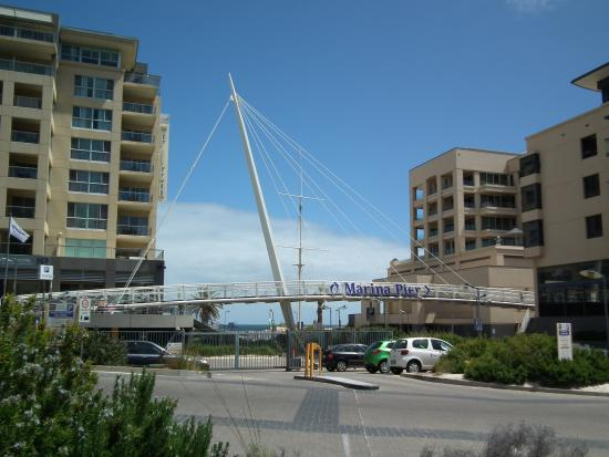 Glenelg, Australia: Walkway to marina