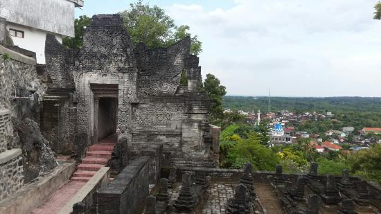 Sunan Sendang Duwur Gateway and Mosque
