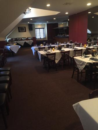 Bloomfield, Нью-Джерси: private party room is great ...rehearsal dinner....40 guest loved the food and the  great servic