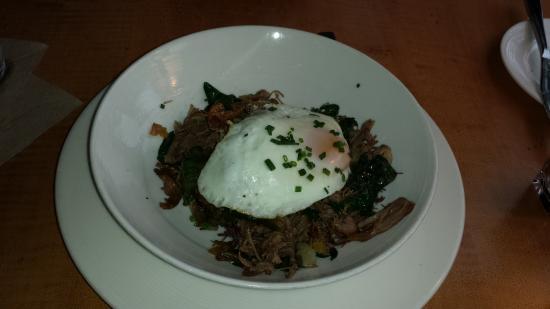 Λέμπανον, Οχάιο: Shredded lamb breast with crispy polenta and a fried egg