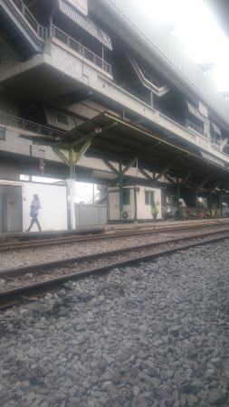 ラートクラバン駅(高架はエアポ...