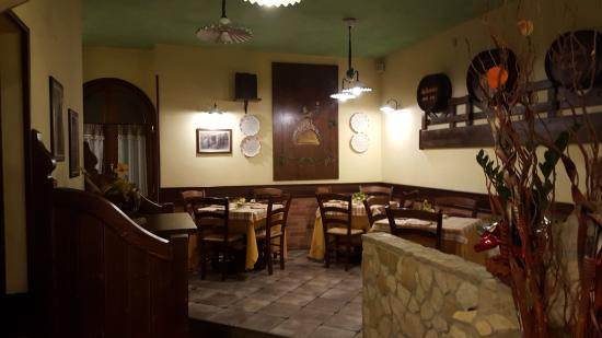 Garzano, Italie : interno sala