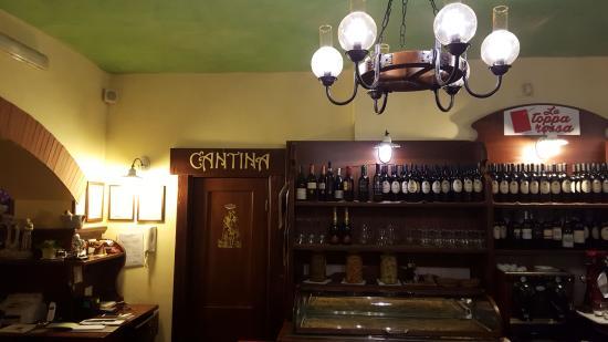 Garzano, Italie : Cantina vini