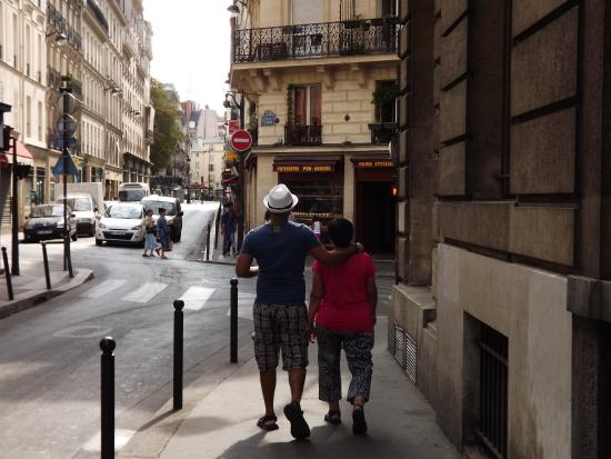 Woodstock Hostel: My son and wife walking towards station