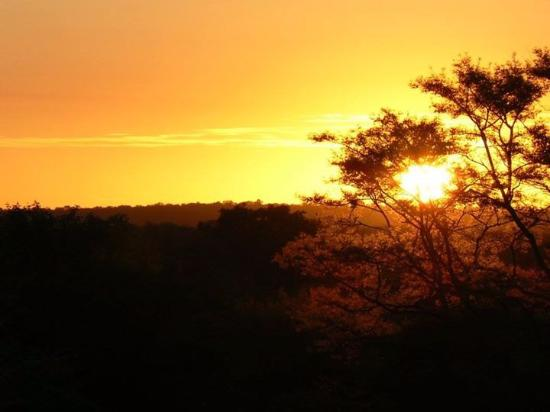 Gravelotte, Sudáfrica: Sunset seen from the lookout in the garden