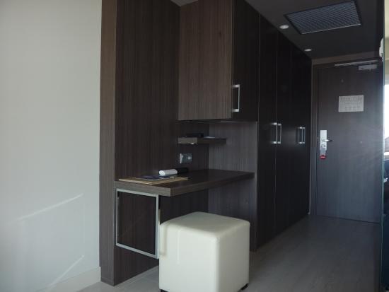 Armoire de rangement chambre armoire chambre gautier 27 for Hotel clair meuble nice