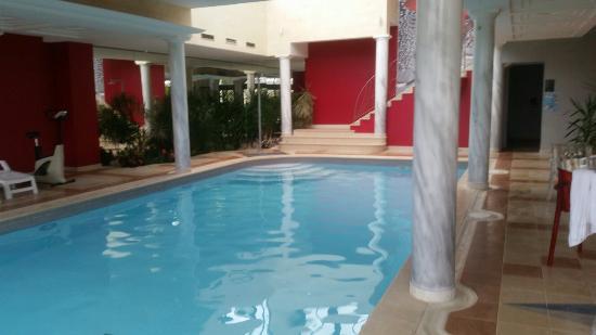 Acc s piscine photo de le domaine des chevaliers de for Piscine de villedieu