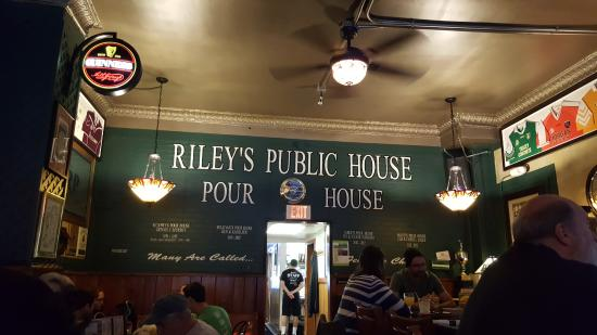 Carnegie, Pensilvanya: The Wall of Fame at Riley's Pour House