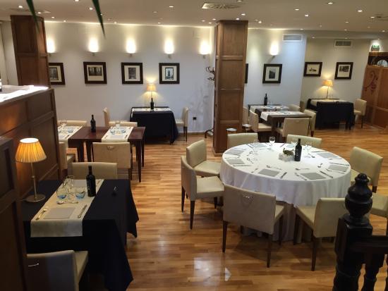 Gran Hotel Ciudad de Barbastro: Restaurante del hotel