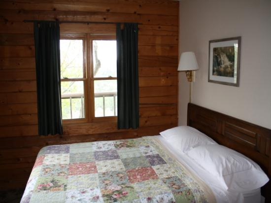 Arkansas White River Cabins: On the Rocks Cabin 1 bedroom
