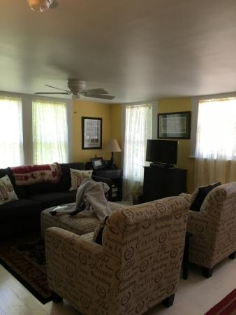 upstairs living room off two bedrooms and a full bathroom has cable rh tripadvisor com au