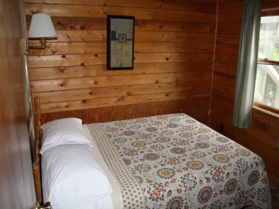 Arkansas White River Cabins: On the Rocks Cabin 1 bedroom