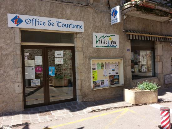 Largentiere, ฝรั่งเศส: Devant l'Office de Tourisme en Val de Ligne 1