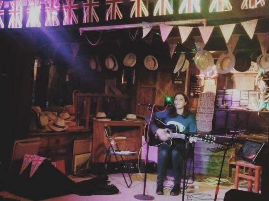 Joules Yard & Eating House: Musical Evening :)