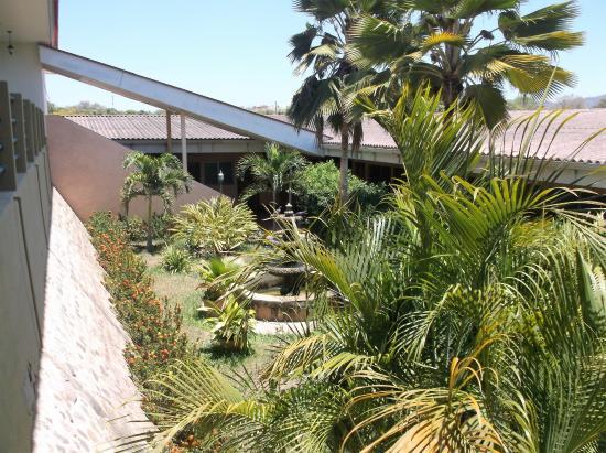Hotel Frontera: Beaucoup de végétation