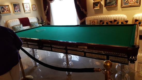 A Grand Pool Table Huge Picture Of Wayne Newtons Casa De - Huge pool table