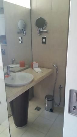 Centro Yas Island Abu Dhabi by Rotana: Bathroom