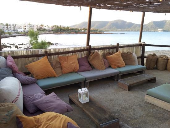 chill out area bild von panetosto cala bona tripadvisor. Black Bedroom Furniture Sets. Home Design Ideas