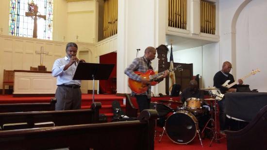 Welcome to Harlem : Kelvyn Bell Quartet Jamming in Harlem