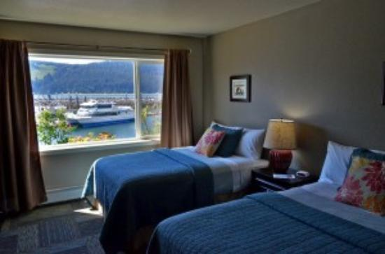 Seldovia Boardwalk Hotel: Double room with a waterfront view