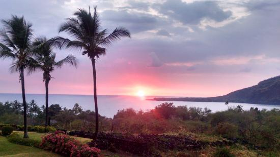 Kealakekua Bay Bed and Breakfast : Sunset on our last night :(