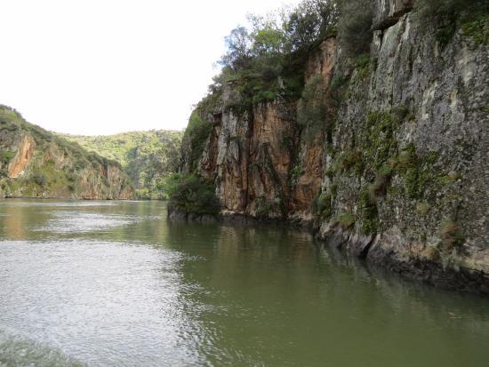 Aldeadávila de la Ribera, España: Paredes de granito