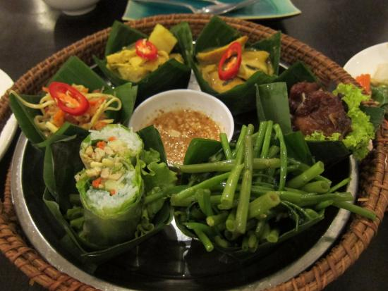 Angkor Palm : Angkor Meal for one ($8.50 USD)