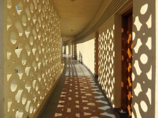 Sidi Abdel Rahman, Египет: Gallery with entrance to room: good 1950s' architecture