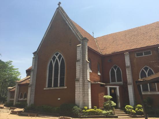 Kisumu, Kenya: Outside of the cathedral
