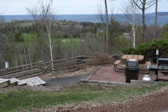 Door County, WI : A picnic area along the bluff at Landmark Resort